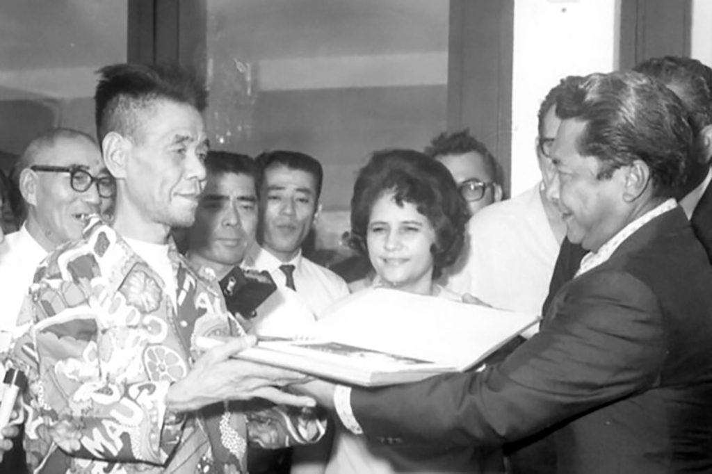 Shoichi Yokoi welcomed home to Japan in 1972 after surviving 26 years  post World War II.