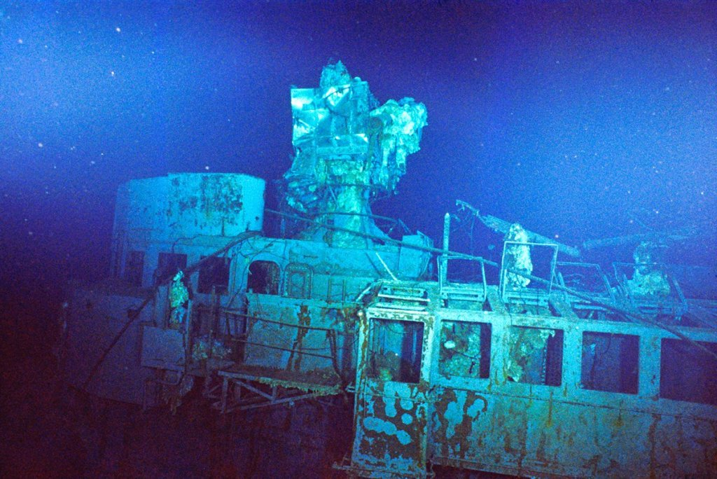 A photo of the USS Yorktown wreckage from 1998.